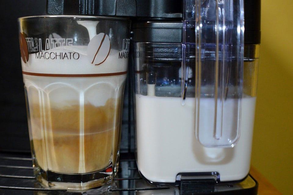 Latte Macchiato: Befleckte Milch genannt