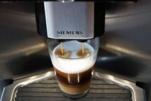 Espresso Macchiato aus Kaffeevollautomat