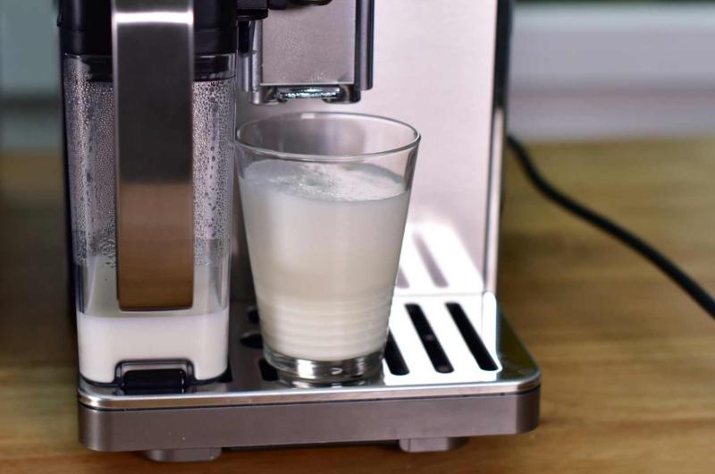 Milchaufschäumer am Kaffeevollautomat