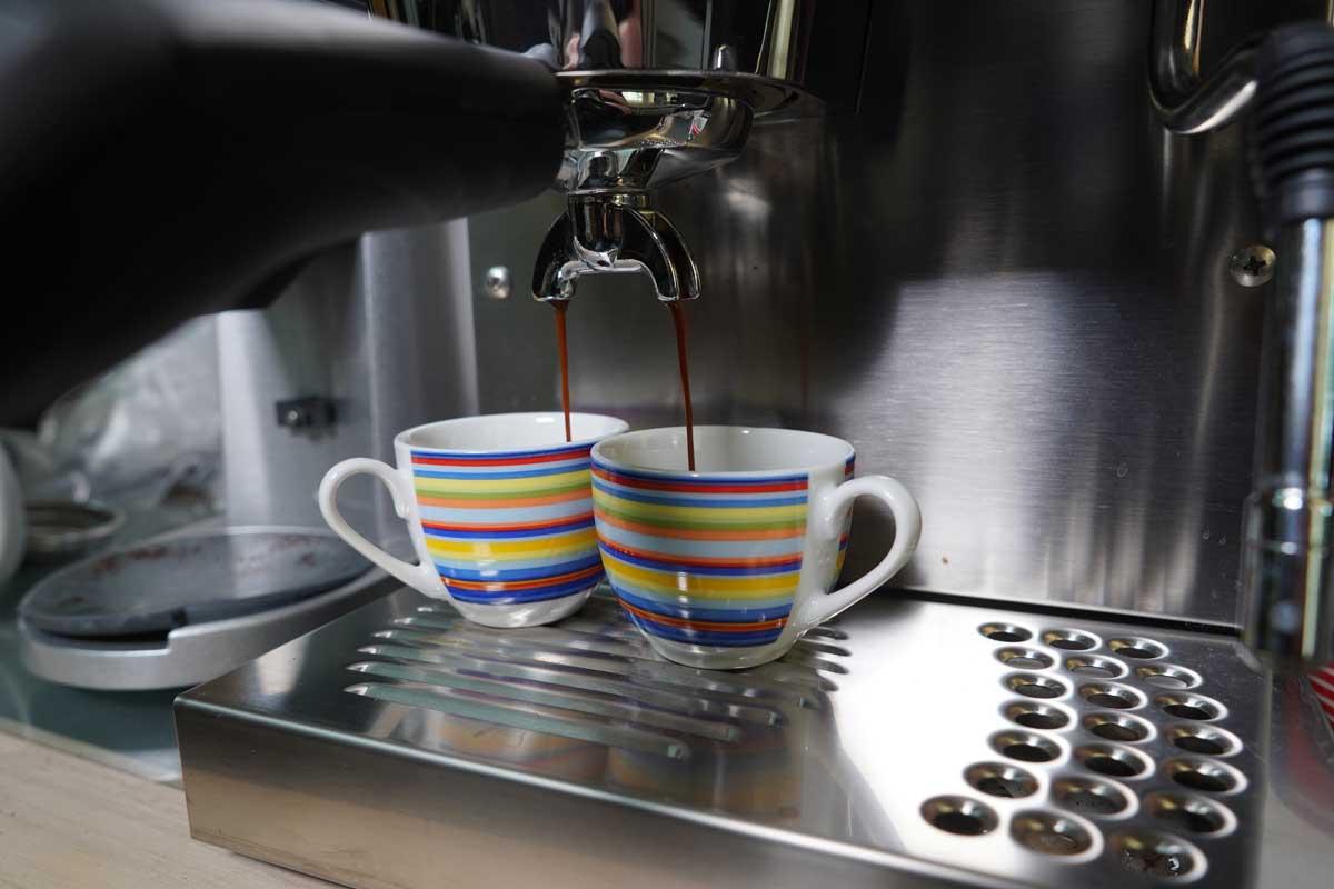 Rancilio-Silvia zwei Espresso genießen