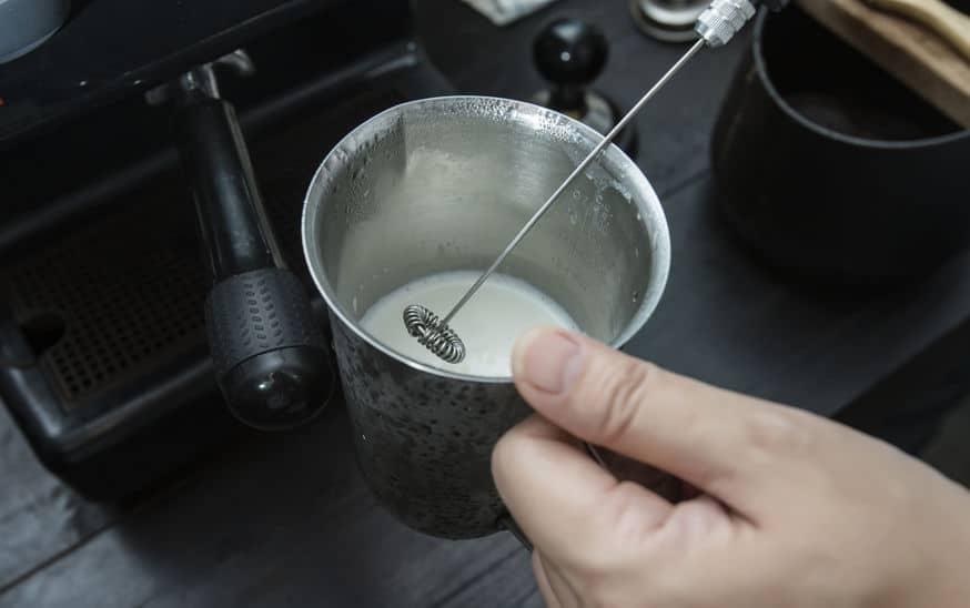 Manueller Milchaufschäumer