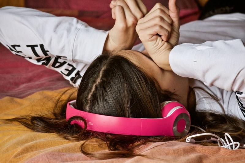 junge Frau ist müde
