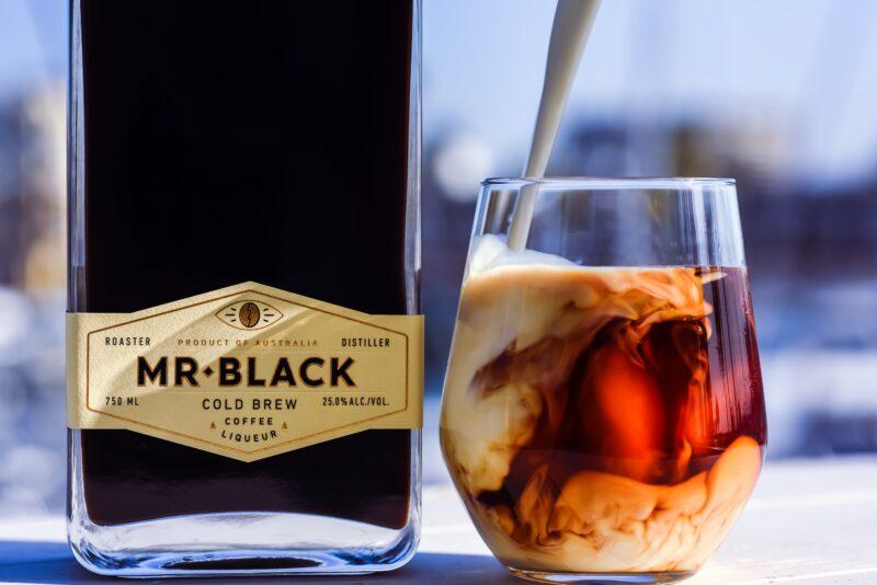 White Russian hergestellt mit Mr Black, kalt gebrühtem Kaffeelikör.